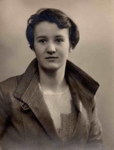 Elizabeth at 18.jpg